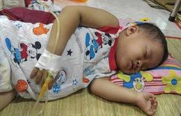 Mẹ vừa mất vì ung thư, bé gái 3 tuổi lại đối mặt với bệnh ung thư
