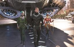 Niềm vui của các học sinh khi được nhà trường tặng vé xem phim Black Panther
