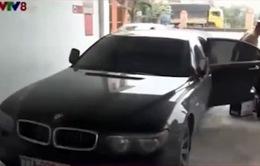 CSGT Quảng Ngãi truy bắt xe chở rượu lậu