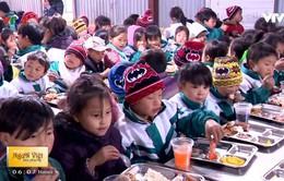 Chia sẻ tình yêu thương với học sinh vùng lũ Yên Bái