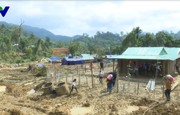 Tỉnh ủy Quảng Nam thăm, tặng quà người dân khu tái định cư Khe Chữ, Nam Trà My