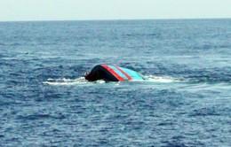 Khẩn trương tìm kiếm 2 ngư dân Quảng Trị mất tích do lật thuyền trên biển