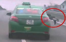 Bắt khẩn cấp tài xế taxi hất cảnh sát lên nắp capô chạy suốt 20km