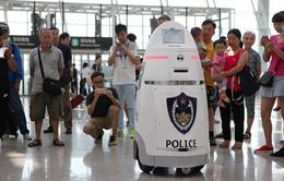 Trải nghiệm mới mẻ với cảnh sát robot tại các nhà ga