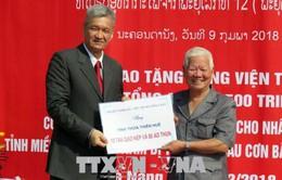 Hội hữu nghị Lào - Việt trao quà cho bà con bị ảnh hưởng bão số 12