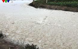 """""""Dòng sông tuyết"""" ở Hà Nam khiến nhiều hộ dân phải sơ tán"""