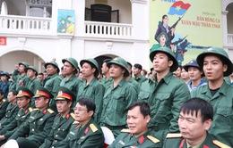 Hàng ngàn thanh niên Hà Nội viết đơn tình nguyện nhập ngũ