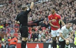 Liverpool giận điếng người vì trọng tài phá hỏng derby nước Anh