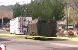Đấu súng ở khu nhà cựu quân nhân Mỹ, 3 con tin bị bắt giữ