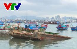Nha Trang: Sà lan chìm chậm trục vớt, gây nguy hiểm cho tàu thuyền