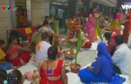 25 cặp đôi làm đám cưới tập thể ở Ấn Độ