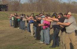 Mỹ: Giáo viên học khóa huấn luyện đặc biệt sau vụ xả súng