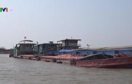 Bắt giữ tàu vận chuyển gần 1.000 tấn than trái phép