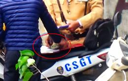 Chủ tịch Hà Nội yêu cầu làm rõ vụ nghi cảnh sát giao thông nhận tiền