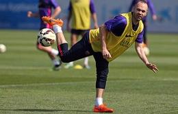 Barcelona – Chelsea: Iniesta trở lại tập luyện, sẵn sàng ra sân