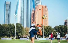 Man City hưởng nắng hè Dubai trong ngày Man Utd bại trận