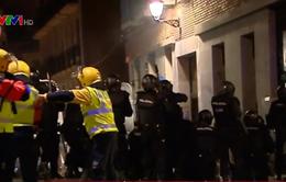 Đụng độ giữa cảnh sát Tây Ban Nha và người biểu tình