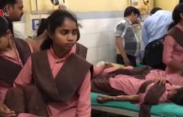 35 học sinh Ấn Độ nhập viện do ngộ độc thức ăn