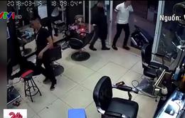 Công an điều tra nghi án nổ súng trong tiệm cắt tóc ở Hà Nội
