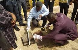 Ghana: Gạch lát vỉa hè làm từ nhựa bỏ đi