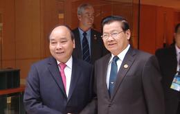 Thủ tướng Nguyễn Xuân Phúc gặp Thủ tướng Lào Thongloun Sisoulith