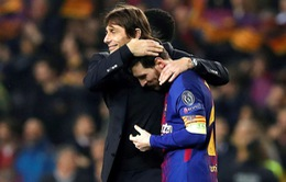 Conte ôm trầm Messi, sao Chelsea buồn bực