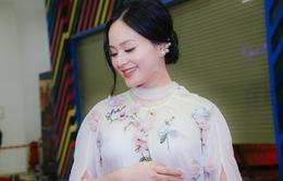 Bà bầu Lan Phương đẹp rạng rỡ tại sự kiện ra mắt Tháng năm rực rỡ