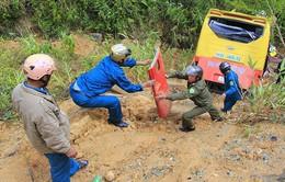 Đội cứu nạn giao thông trên Đèo Lò Xo