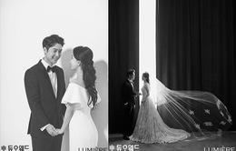 Jo Hyun Jae tung ảnh cưới với bạn gái doanh nhân