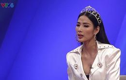 """Á hậu Hoàng Thùy lần đầu chia sẻ về mặc cảm """"con nhà quê"""""""