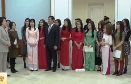 Lần đầu tiên Phu nhân Tổng thống Hàn Quốc đón tiếp sinh viên Việt Nam