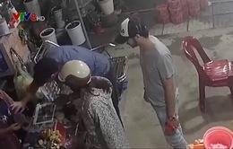 Cảnh giác người nước ngoài thực hiện thủ đoạn lừa đổi tiền để trộm cắp tài sản