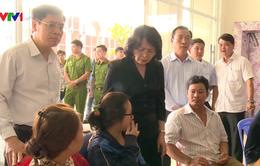 Phó Chủ tịch nước Đặng Thị Ngọc Thịnh thăm cư dân Carina sau vụ cháy