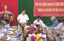 Phó Thủ tướng Trịnh Đình Dũng khảo sát luồng sông Hậu