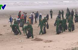 """Hàng nghìn đoàn viên thanh niên Quảng Trị và Hà Tĩnh hưởng ứng chiến dịch """"Hãy làm sạch biển"""" năm 2018"""