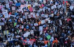 Châu Âu diễu hành kêu gọi siết chặt quản lý súng