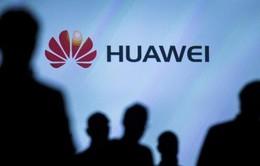 """Huawei """"chơi xấu"""" Apple và Samsung trước ngày ra mắt P20/P20 Pro"""