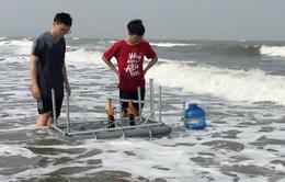 Gặp gỡ hai nam sinh sáng tạo ra máy chưng cất nước mặn thành nước ngọt