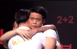 """4 chàng trai ôm nhau đầy xúc động cuối cuộc thi tháng """"Đường lên đỉnh Olympia"""""""