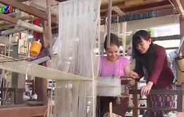 Nghề dệt lụa thủ công truyền thống Lào ngày càng phát triển