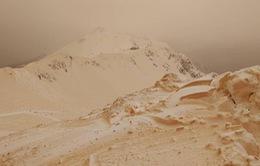 Giải mã hiện tượng tuyết da cam hiếm gặp ở Đông Âu