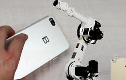 Robot được đưa vào dây chuyền sản xuất Bphone 2018