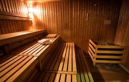 Tắm hơi hồng ngoại hay tắm hơi truyền thống có lợi hơn?