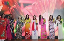 Đêm thơ nhạc tôn vinh phụ nữ Việt tại CH Czech
