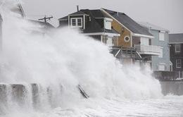 """""""Bom bão"""" tấn công bờ Đông nước Mỹ gây thiệt hại kỷ lục"""