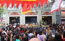 Sở GD-ĐT Hà Nội yêu cầu làm rõ việc giáo viên đi lễ trong giờ làm việc
