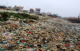 Biển Hậu Lộc (Thanh Hóa) ngập tràn rác thải