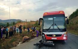 Kon Tum: Xe khách tông xe máy, 2 vợ chồng tử vong tại chỗ