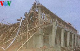 Lốc xoáy làm sập mái nhà thờ đang xây và tốc mái phòng học tại Kon Tum