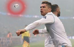 Ronaldo suýt bị ném trúng chai nước từ khán đài trong chiến thắng PSG
